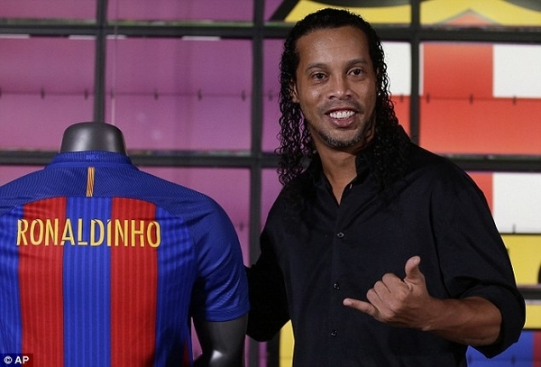 Ronaldinho Family Brazilian Footb...