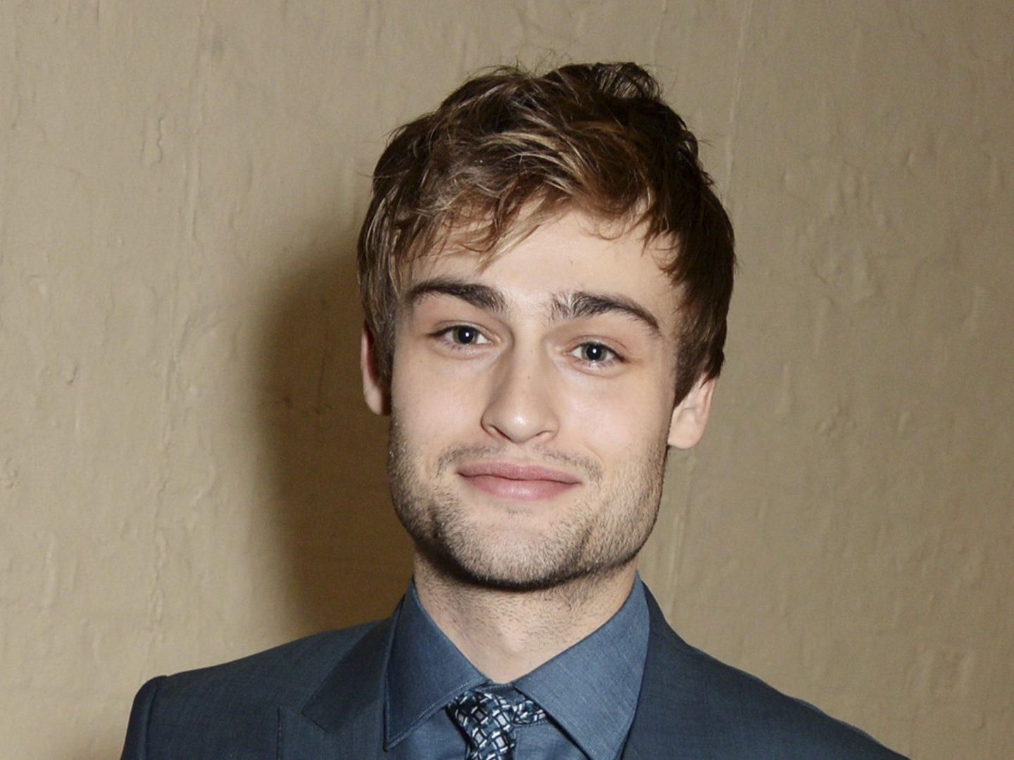 Douglas Booth Wik, Bio, Age, Education, Height, TV Shows ...