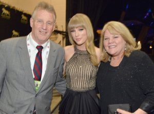 Andrea Swift Taylor Swift S Mother Bio Spouse Age Height Net Worth